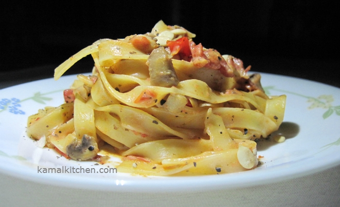 Tagliatelle Pasta with Garlic and Mushrooms