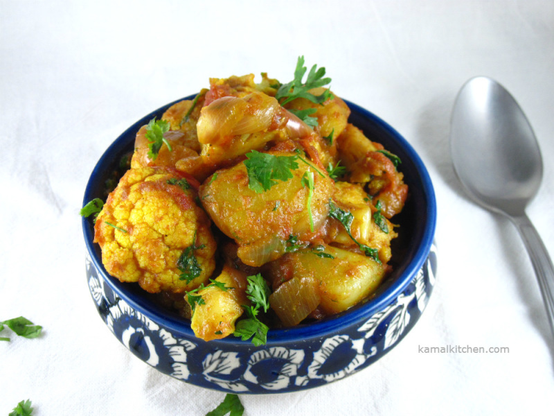 Aloo Gobhi - Indian Style cauliflower and potato curry