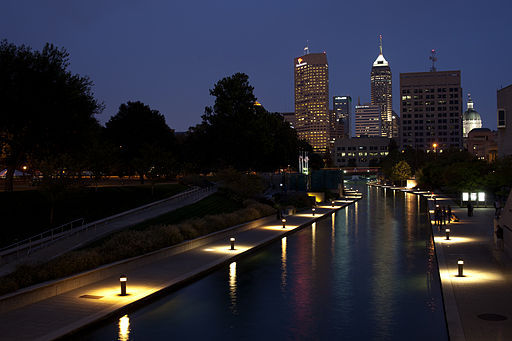 Skyline_Indianapolis_at_night