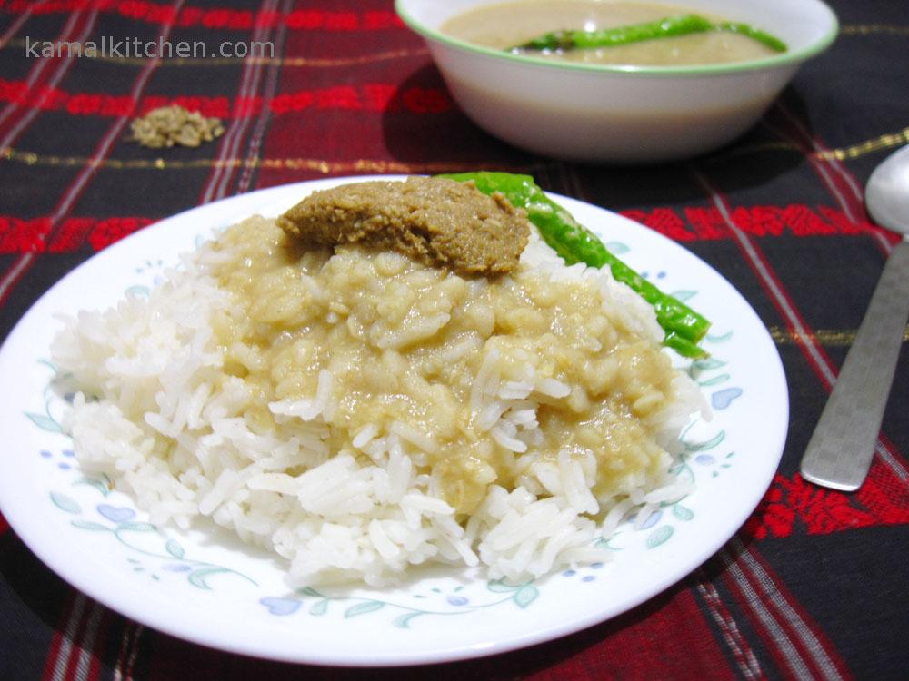 Kalai Daal or Biuli Dal – Bengali Style Urad Daal Recipe