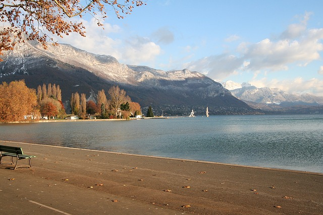 annecy-lake-1173404_640